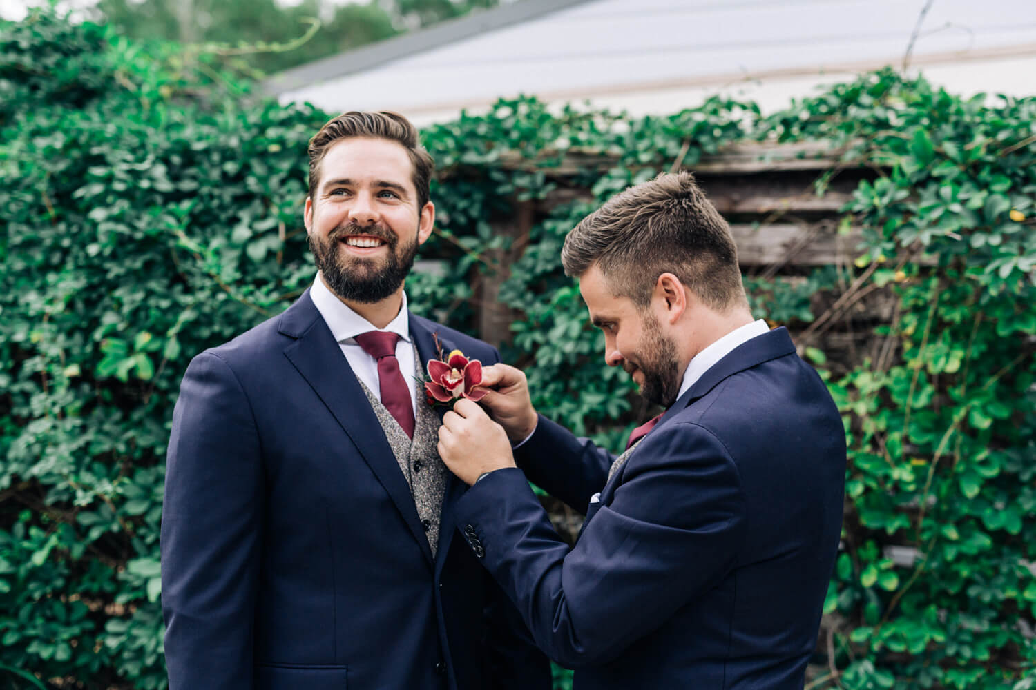 hunter valley wedding photographer groom putting on buttonhole