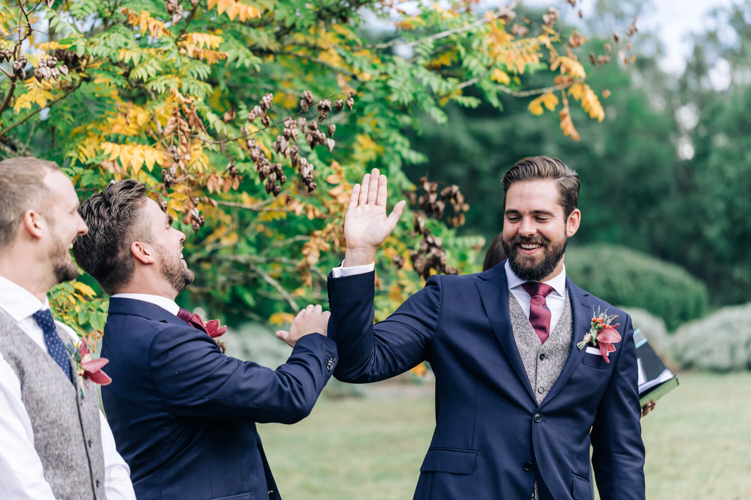 hunter valley wedding photographer grrom and best man high five