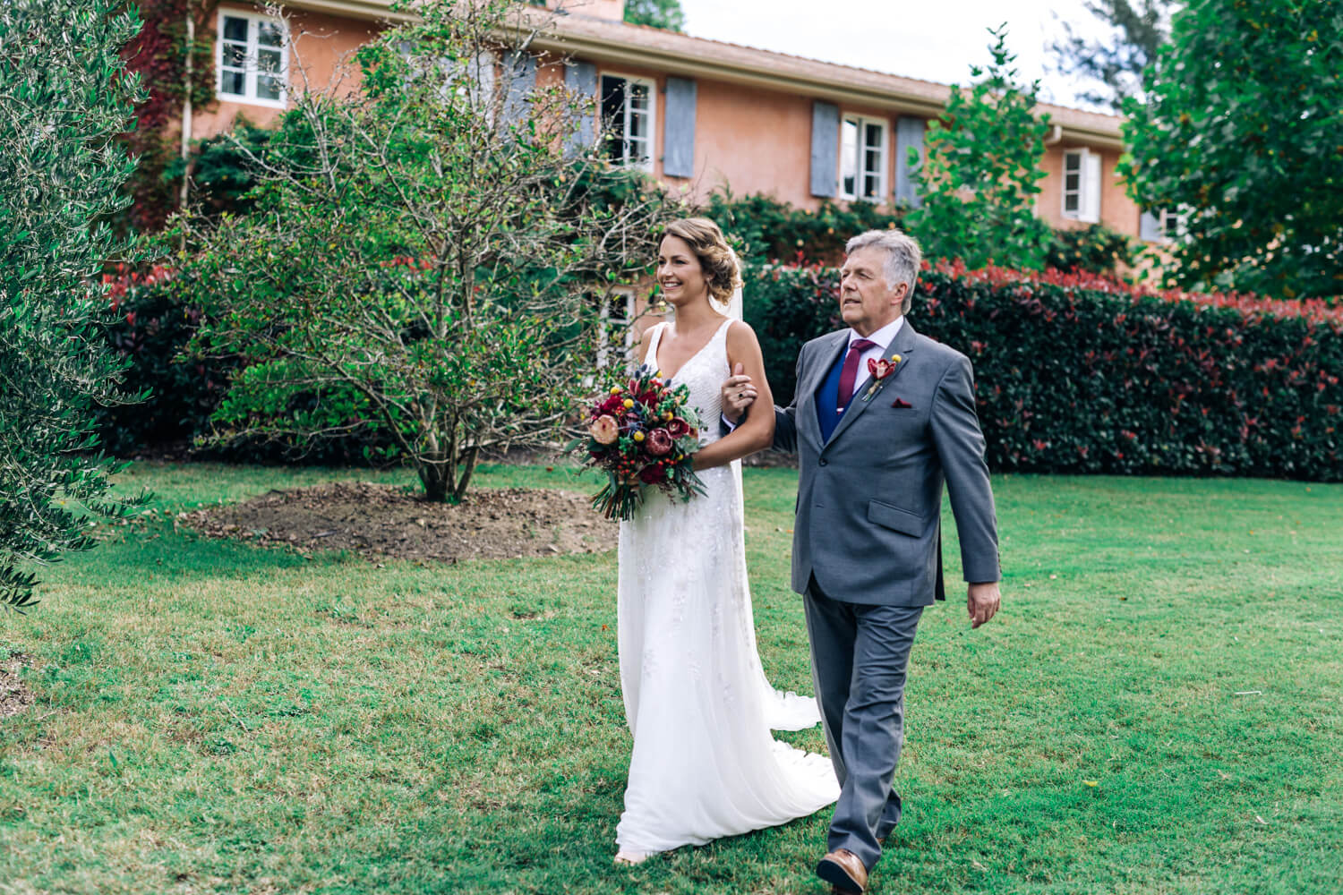 hunter valley wedding photographer bride and father walking down the aisle