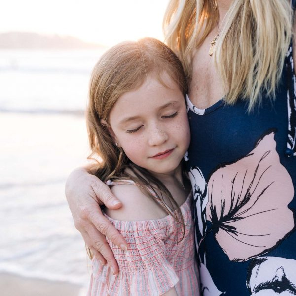 bondi beach sydney family photography at sunrise kat rollings photography, daughter hugging mother